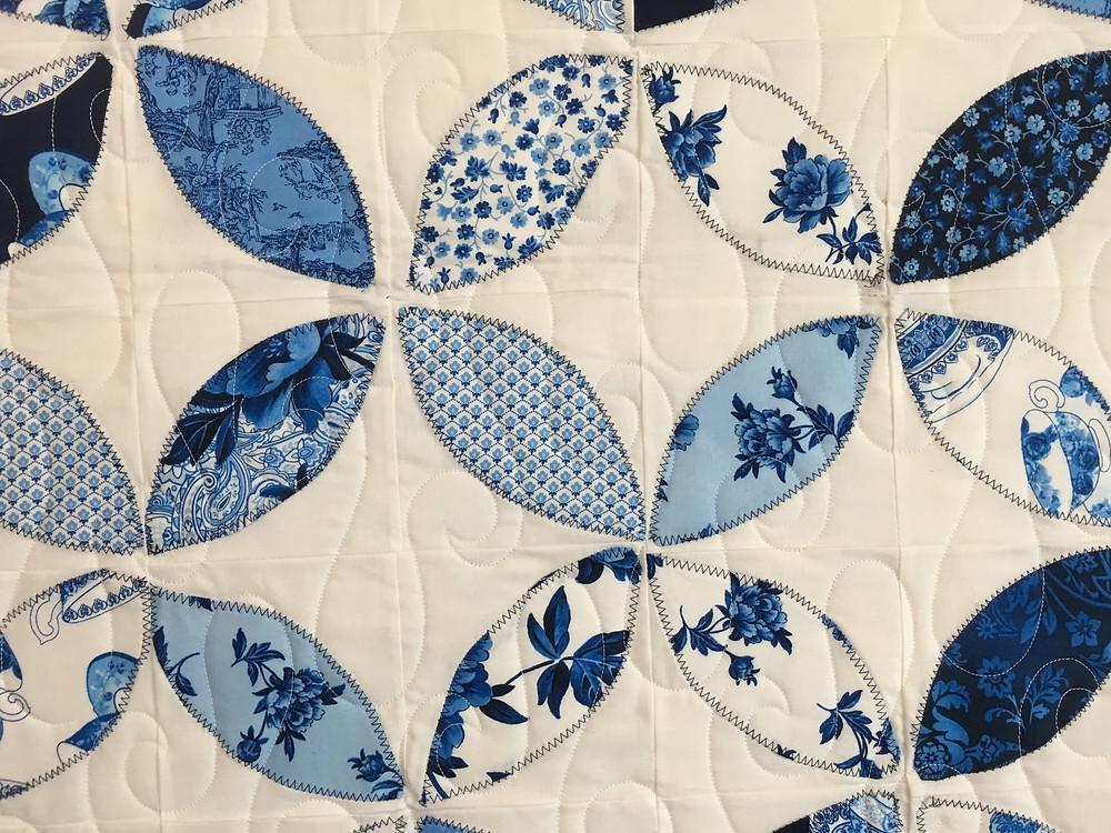 Meander Quilting Pattern on Orange Peel Quilt by Elizabeth Cicchino