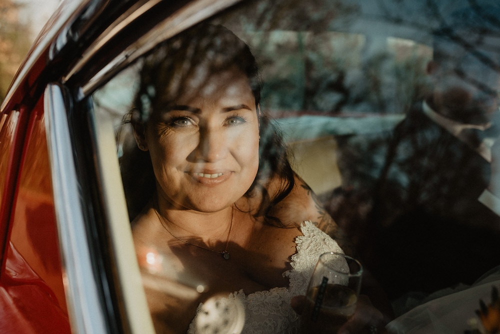 Braut im Oldtimer