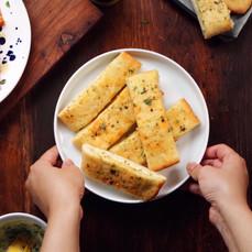 How to Make Garlic Bread