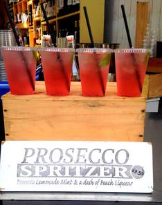 Cocktail O'Clock: Prosecco Spritzer