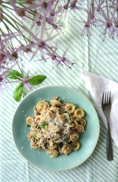 Pasta with Veal, Peas and Cream