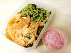 Lunch Al Desko: Green Quinoa, Smoked Salmon & Chrain Dressing