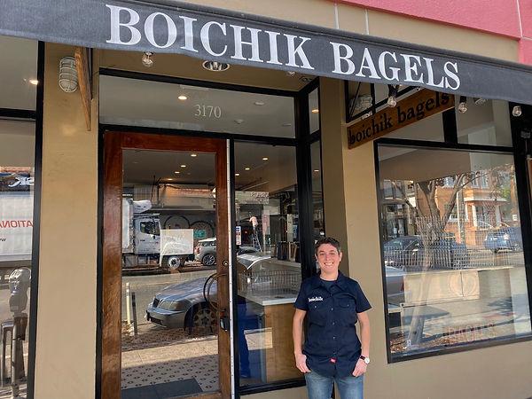 Emily-Winston-at-Boichik-Bagels-shop.jpe