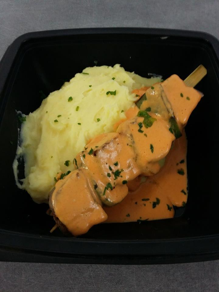 Brochette de porc coulis poivrons