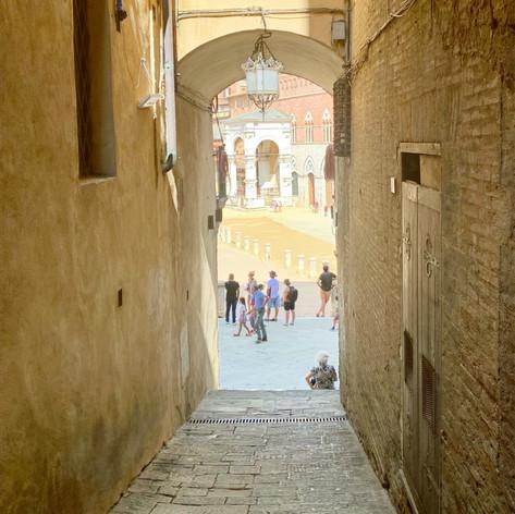 Siena, strada to the Campo