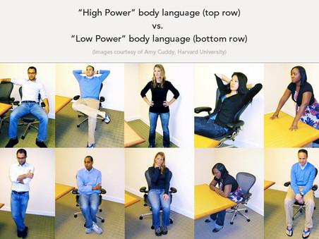 Mowa ciała a pewność siebie. Artykuł w magazynie Focus