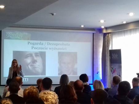 Jak wygląd i komunikaty niewerbalne wpływają na sprzedaż - Konferencja Nowoczesne Techniki Sprzedaży