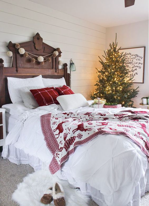Subtle+Christmas+Decorations+--+Mary+Hannah+Interiors+--+Studio+Blog