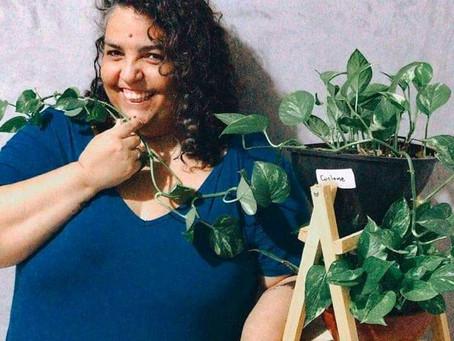 Escritora Anna K. Lima ministra curso de escrita afetiva