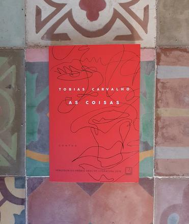 COMO BONS AMIGOS, CONTO DE TOBIAS CARVALHO