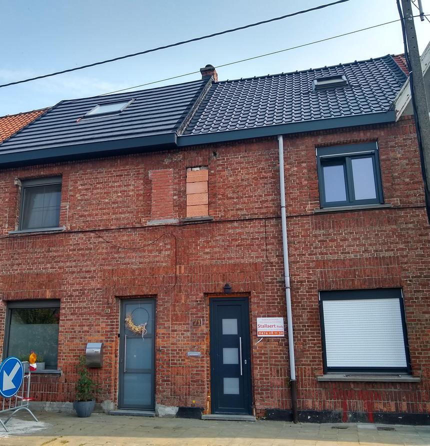 renovatie van gevel met crepi en isolatie in Dendermonde - voor