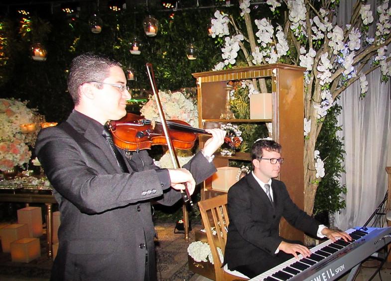 Violinista Thiago Bernardes e Pianista Fabiano Lemos - Casamento realizado em Armação dos Búzios