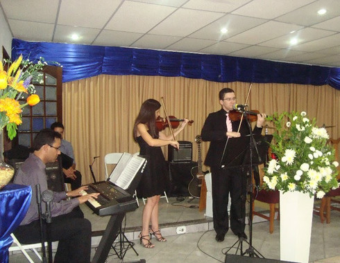 Violinista Thiago Bernardes e Violinista Aline Moreira