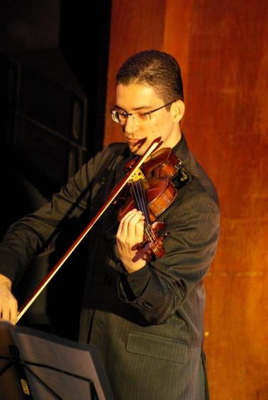 Violinista Thiago Bernardes - Concerto no Teatro da UFF