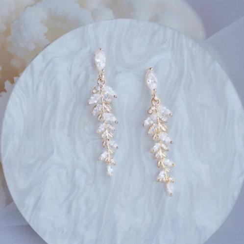 Exquisite Design Leaf Tassel Stud Earrings