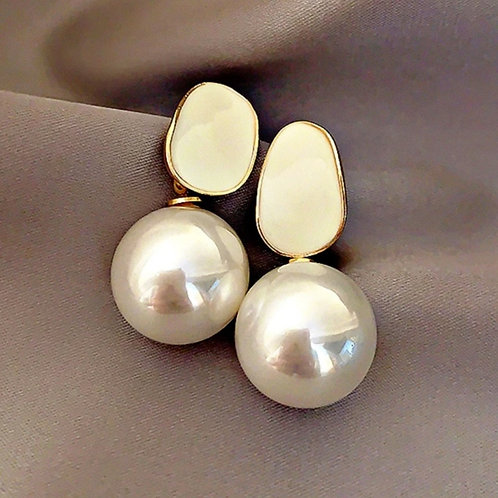 Exquisite White Pearl Pendant Earrings