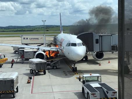 Fogo perto de avião causa susto no aeroporto de Confins