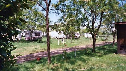 Vue camping caravane emplacement domaine de montaut