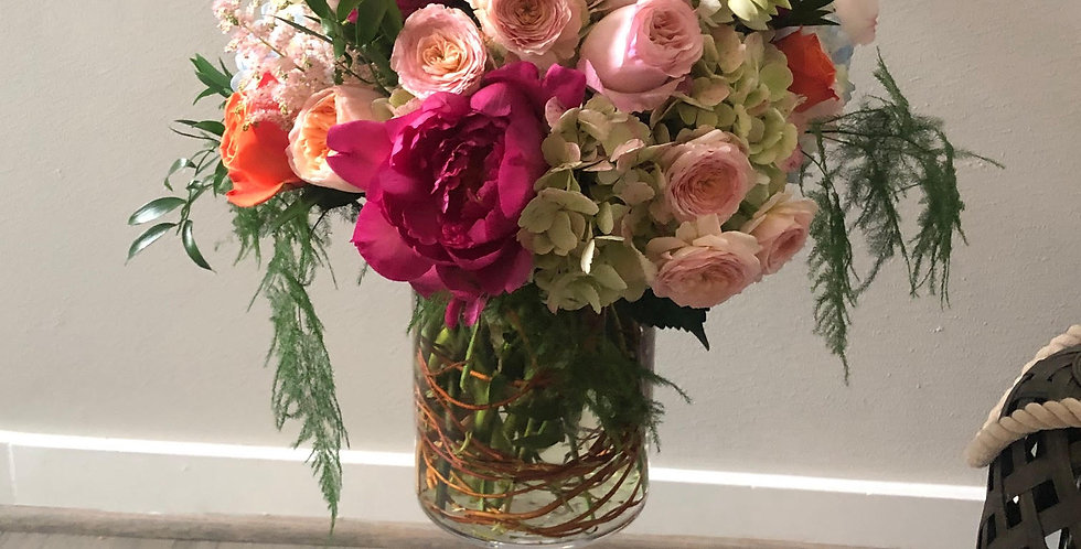 Garden Roses, Peonies Flowers and Ranunculus