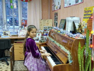 """Новогодний концерт-зачёт для родителей студии """"ВЕСЁЛЫЕ НОТКИ»"""