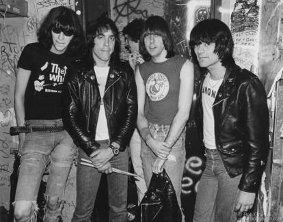R-407_Ramones_1979_Gruen-414x325.jpg