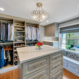 Check out our recent closet install. It turned out stunning! Featuring: Crown & Base Molding, Custom Island with Drawer Storage, Under Cabinet Lighting, Shoe Fencing and more! 🙌🏻
