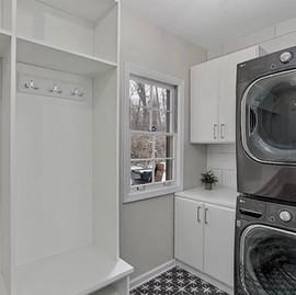 Another great project completed with @sullivanstricklerdesign ✅ This laundry/mud room combo turned out amazing!   #sullivanstricklerdesign #closetconnections #forsale #customlaundry #custommudroom #customstorage #laundryroomgoals #mudroomgoals #tiledesign #washeranddryer #lockerstorage