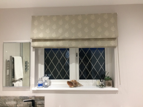 Roman blind, lined