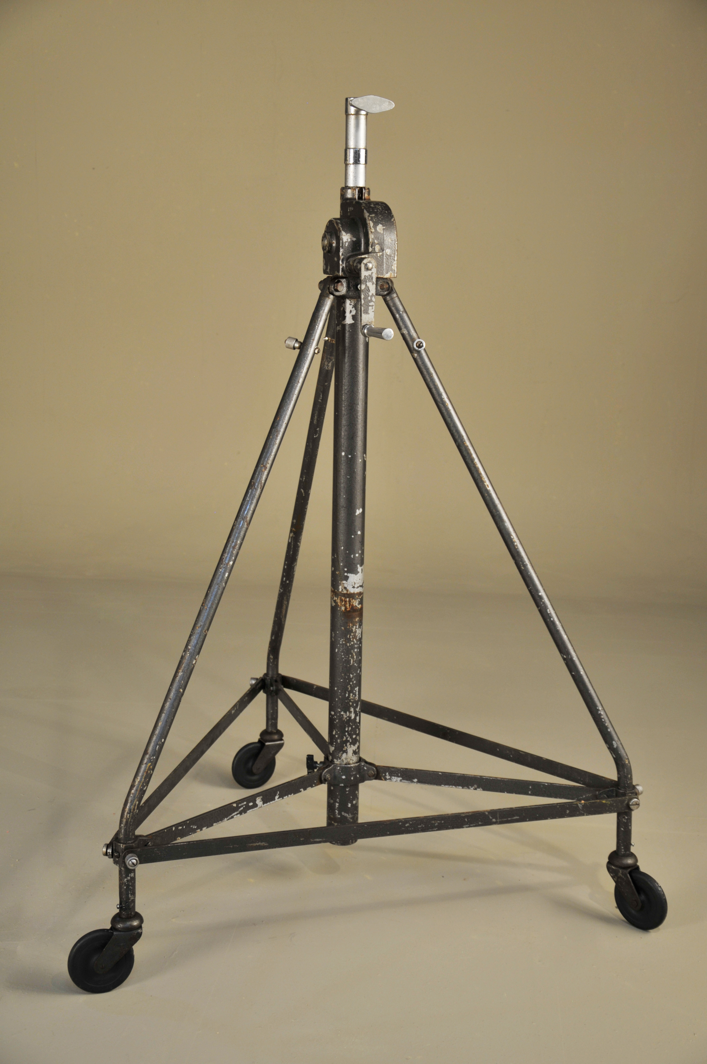 Period Late Heavy Collapsible stand (3)