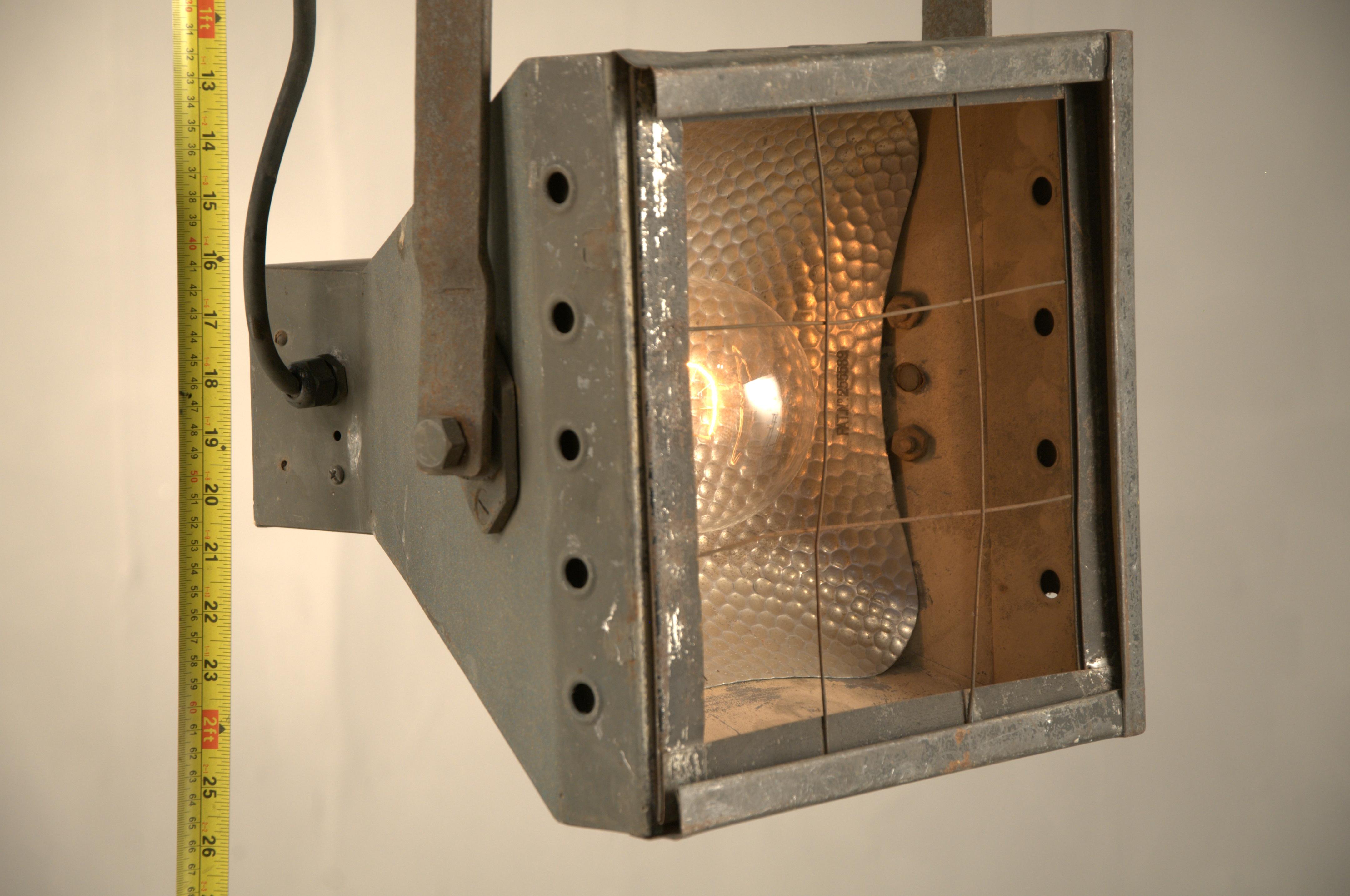 Davis Brothers Light (2)