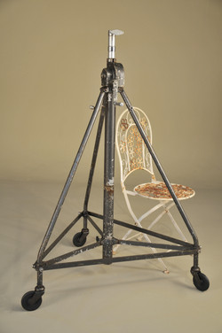 Period Late Heavy Collapsible stand (5)