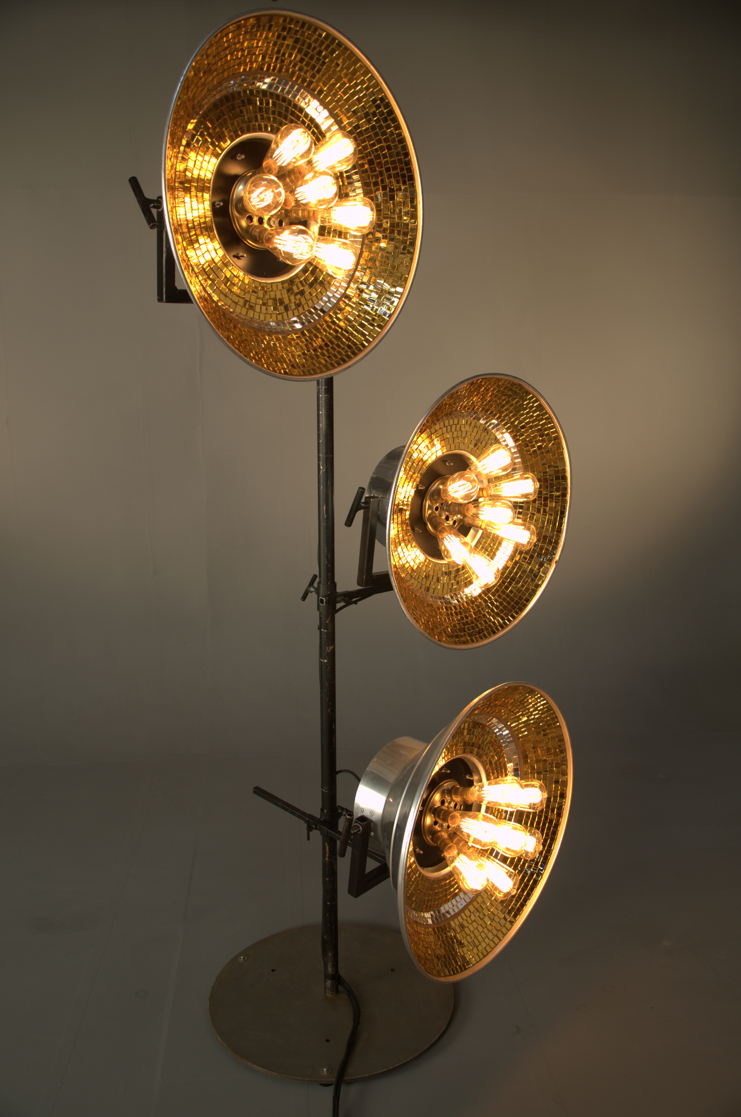 gold bunch on tread mono stands (2)
