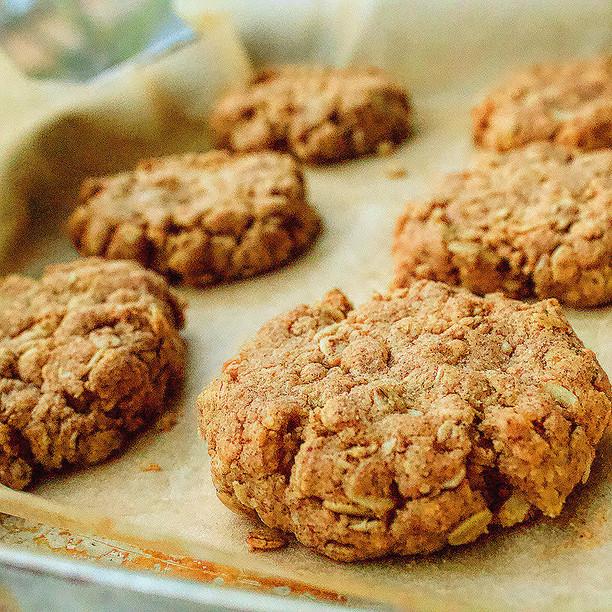Peanut Butter & Oat Cookies