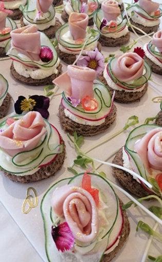 CANAPE FOOD - Ham roses