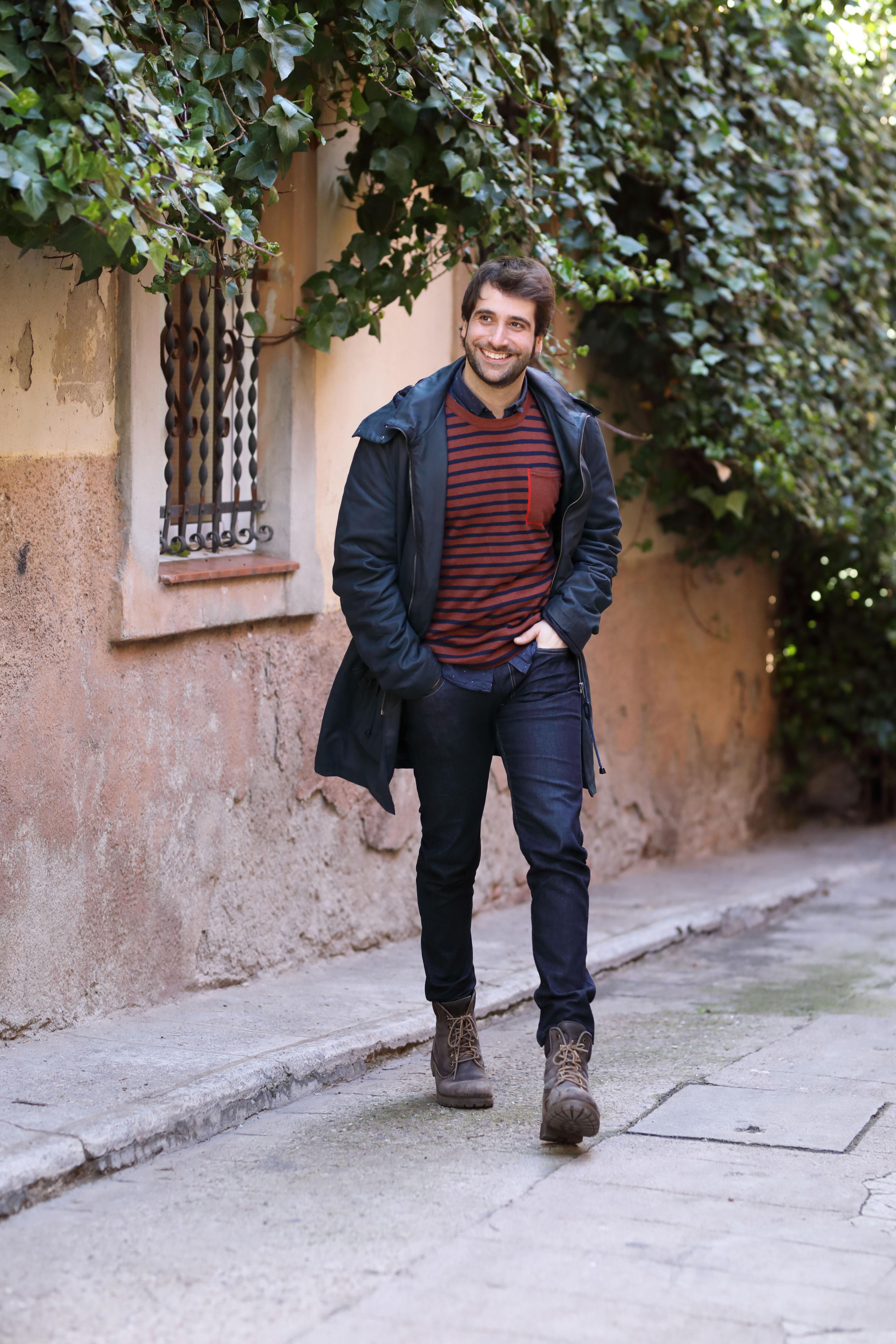 Ricard Farré passejant per Gràcia