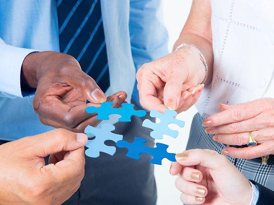 business-people-teamwork-ZUYBV95.jpg