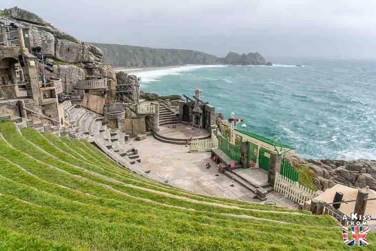 Minack Theatre - Que faire dans les Cornouailles en Angleterre ? Visiter les plus beaux endroits à voir absolument dans les Cornouailles avec notre guide complet.