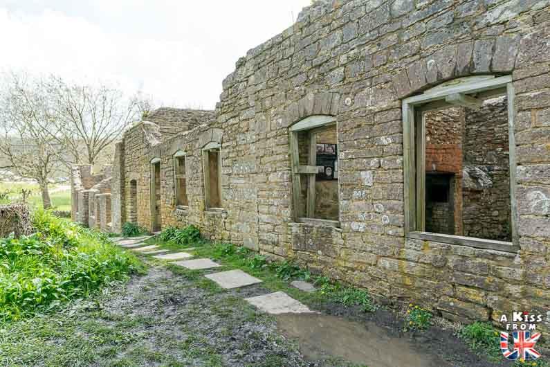 Découvrez l'histoire du village abandonné de Tyneham, dans le Dorset en Angleterre, qui a contribué au succès du D-Day