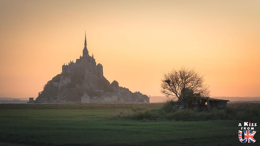 Visiter le Mont Saint-Michel en Normandie pour retrouver l'atmosphère de St Michael's Mount en Cornouailles | Visiter la Normandie pour retrouver les paysages de Grande-Bretagne - Découvrez les plus beaux endroits de Bretagne et de Normandie qui font penser à l'Angleterre, à l'Ecosse ou au Pays de Galles |  A Kiss from UK - blog voyage