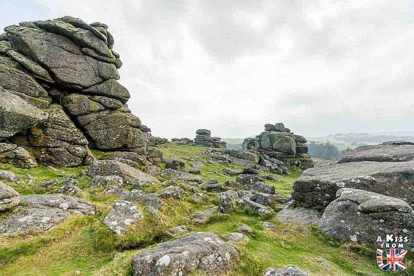 Hound Tor - Que voir et que faire dans le Devon en Angleterre ? Visiter le Devon et ses plus beaux endroits avec notre guide voyage - A Kiss from UK, le blog du voyage en Grande-Bretagne.