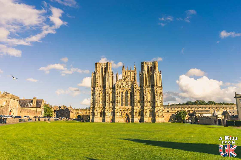 La Cathédrale de Wells dans le Somerset - Visiter l'Angleterre : les incontournables ! - 25 endroits à voir absolument en Angleterre en dehors de Londres - A Kiss from UK, le guide et blog du voyage en Grande-Bretagne.