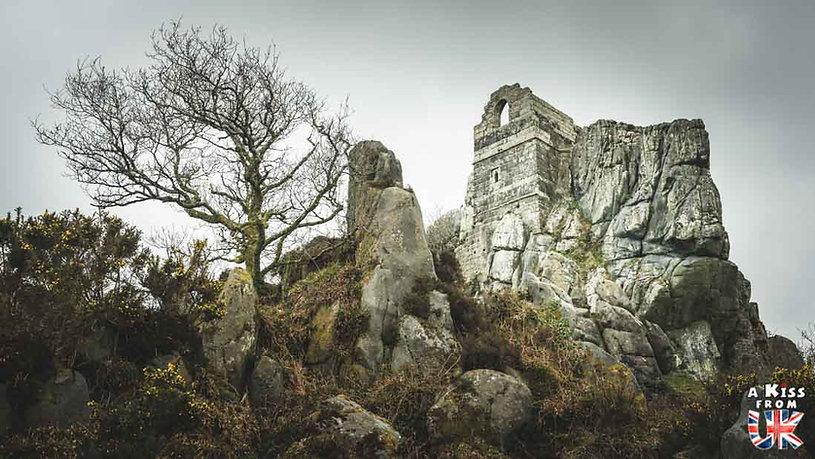 Roche Rock dans les Cornouailles en Angleterre - Les plus belles ruines de Grande-Bretagne. Découvrez quels sont les plus beaux lieux abandonnés d'Angleterre, d'Ecosse et du Pays de Galles avec A Kiss from UK.
