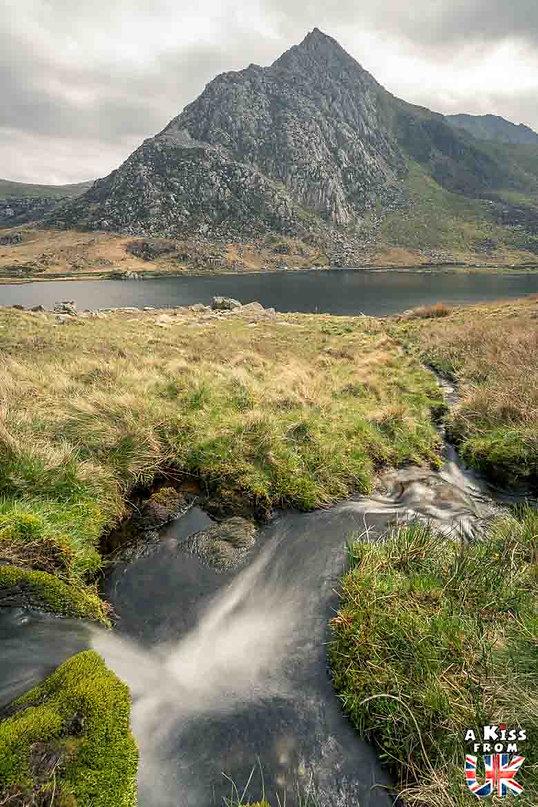 Llyn Ogwen dans le Snowdonia - Les endroits à voir absolument au Pays de Galles en dehors de Cardiff – Découvrez quels sont les lieux incontournables au Pays de Galles et les plus beaux endroits du Pays de Galles à visiter pendant votre voyage   A Kiss from UK