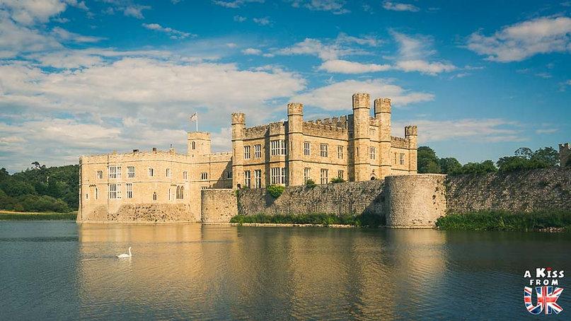 Leed's Castle dans le Kent - Les lieux à voir absolument en Angleterre en dehors de Londres. Découvrez quels sont les plus beaux endroits d'Angleterre et les incontournables à visiter en dehors de Londres lors de votre voyage - A Kiss from UK, le blog du voyage en Grande-Bretagne.