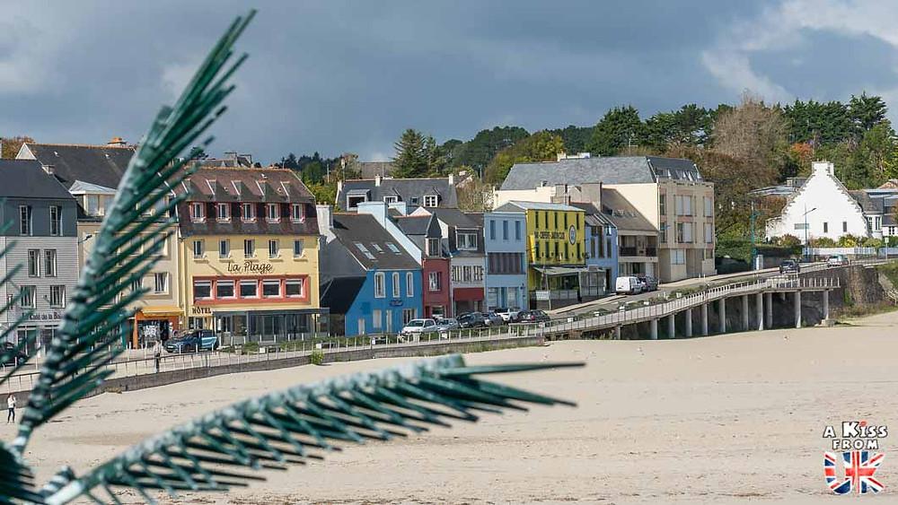 Visiter Morgat et ses maisons colorées sur la presqu'île de Crozon et se croire à Tobermory sur l'île de Mull en Ecosse | Visiter la Bretagne pour retrouver les paysages de Grande-Bretagne  - Découvrez les plus beaux endroits de Bretagne et de Normandie qui font penser à l'Angleterre, à l'Ecosse ou au Pays de Galles |  A Kiss from UK - blog voyage