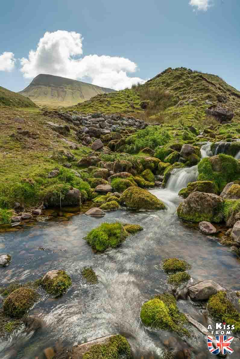 Llyn-y-Fan dans les Brecon Beacons - 15 photos qui vont vous donner envie de voyager au Pays de Galles après le Brexit ! - Découvrez les plus belles destinations et les plus belles régions du Pays de Galles en image.