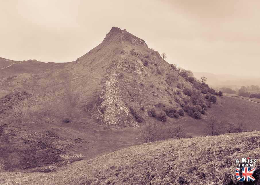 Chrome Hill - A faire et à voir absolument dans le Peak District en Angleterre. Visiter les plus beaux endroits du Peak District avec notre guide complet. A Kiss From UK, le blog du voyage en Angleterre.