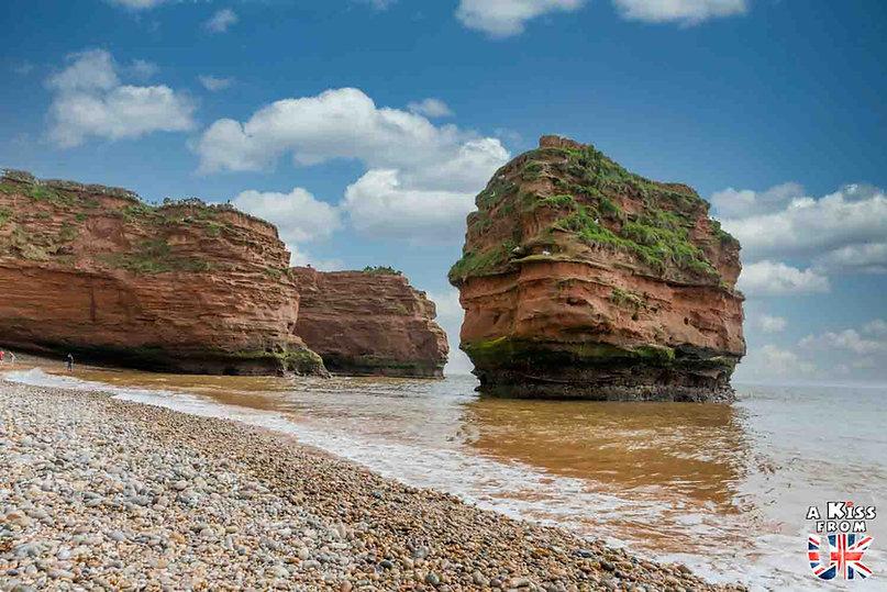 Ladram Bay dans le Devon - Les lieux à voir absolument en Angleterre en dehors de Londres. Découvrez quels sont les plus beaux endroits d'Angleterre et les incontournables à visiter en dehors de Londres lors de votre voyage - A Kiss from UK, le blog du voyage en Grande-Bretagne.