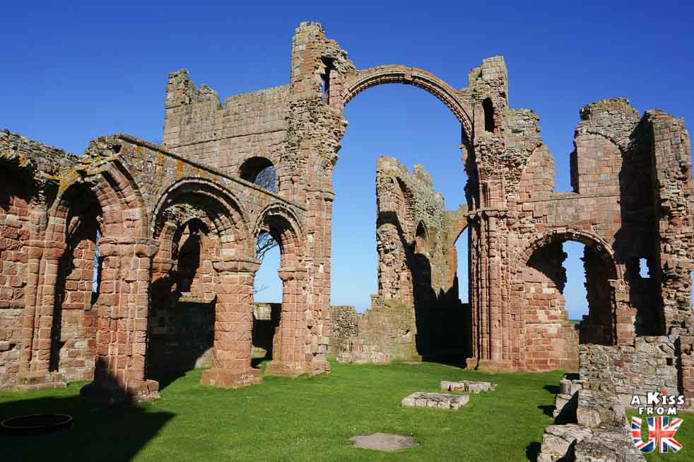 Les ruines du prieuré de Lindisfarne - Lindisfarne et la première invasion viking de l'Histoire en 793