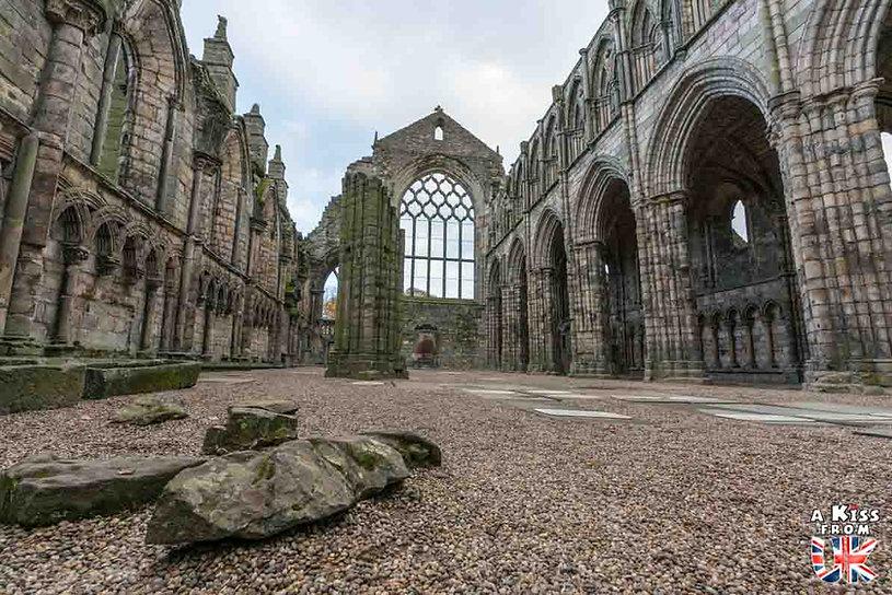 Holyrood Abbey à Edimbourg - Les plus belles ruines de Grande-Bretagne. Découvrez quels sont les plus beaux lieux abandonnés d'Angleterre, d'Ecosse et du Pays de Galles avec A Kiss from UK.